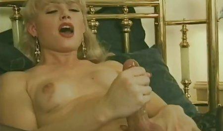 Грудаста азіатська дівчина дрочит у приватне чеське порно ванні з гарячою водою