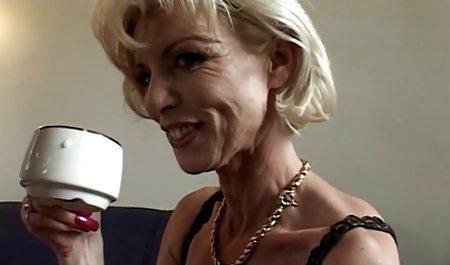 Тема гаряча порно в чеському масажному салоні блондинка